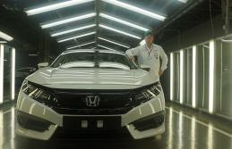 Japon otomobil devi  ikinci vardiyaya geçti