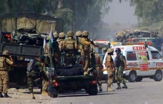 Pakistan'da bombalı saldırı : 11 asker öldü