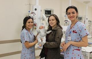 Bursa'da bağırsakları göğsünde olan bebek...