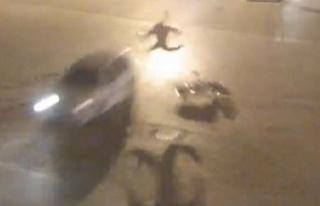 Otomobille çarpışan motosikletli havada defalarca...