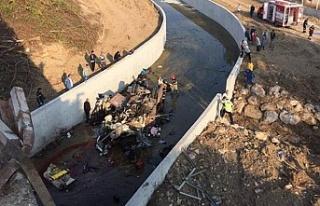 İzmir'de katliam gibi kaza! Ölü ve yaralılar...