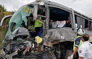 Basketbol takımını taşıyan otobüs kaza yaptı!...