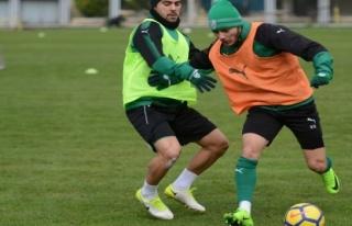 Bursaspor'un yeni transferi Abdullahi Shehu idmana...