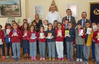 Ali Özkan minik öğrencilerle kitap dünyasında...