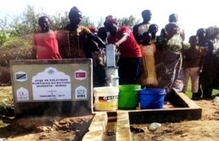 Mudanyalılar İHH öncülüğünde Afrika'da su kuyuları...