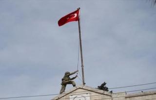 Afrin'de Türk Bayrağı göndere çekildiği görüntüler