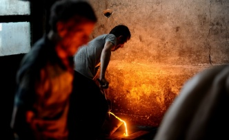 Ramazanda 1350 derece sıcaklıkta oruç tutuyorlar
