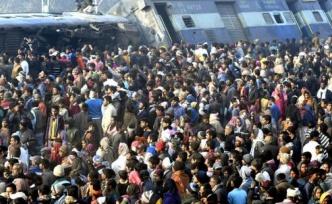 Hindistan'da tren faciası! Çok sayıda ölü ve yaralı var