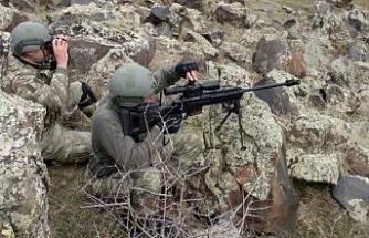 Hakkari'de teröristlere EYP yerleştirirken baskın