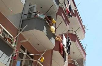 Hava almak için balkona çıktı... 4. kattan düştü!