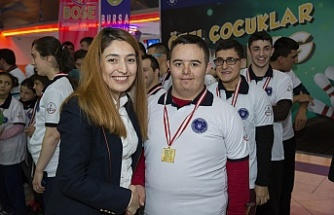 En 'özel' bowling şenliği Bursa'da