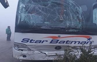 Bursa'da yolcu otobüsü kırmızı ışıkta bekleyen yayalara çarptı : 7 yaralı