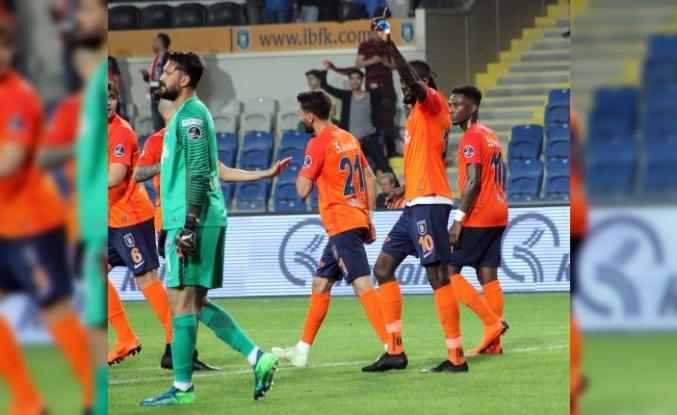 Başakşehir Süper Lig'in 3 numarası