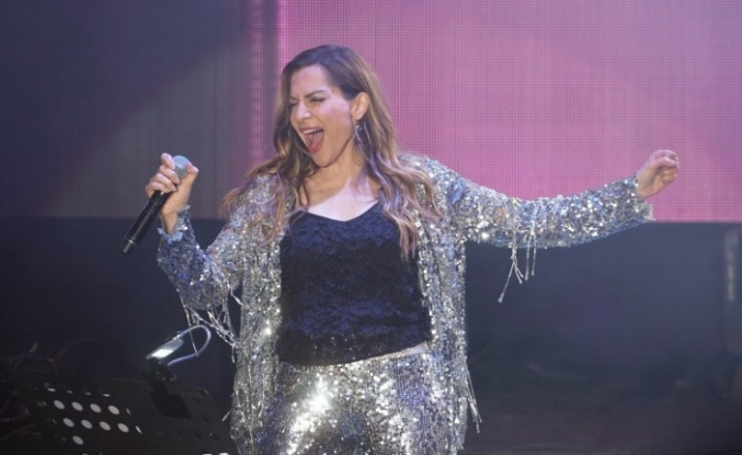 Despina Vandi, Bursalılara harika bir gece yaşattı