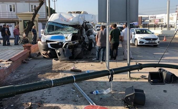 Bursa'da servis minibüsü kaza yaptı : 7 yaralı
