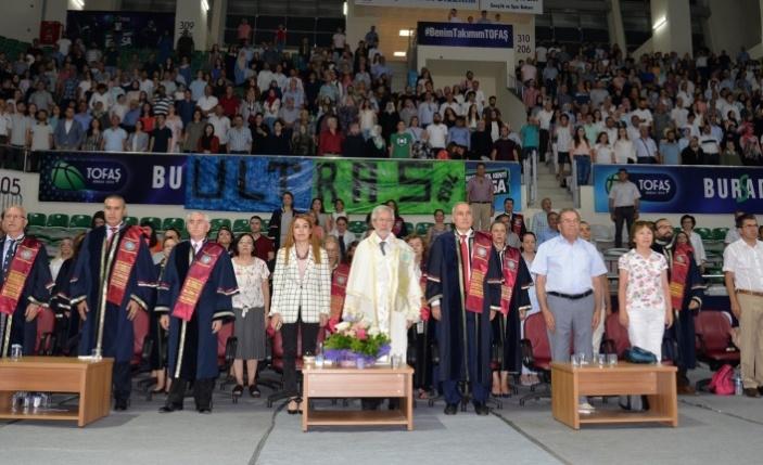 Eğitim Fakültesi mezun vermeye devam ediyor