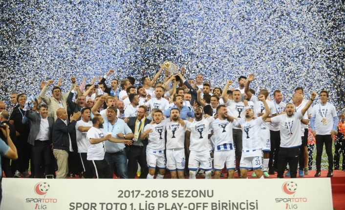 Bursa'da oynanan 1. Lig Play-Off finalinde kupa  BŞB. Erzurumspor'un