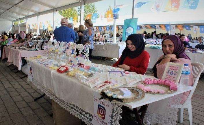 Bursa'da yüzlerce kadın kermeste buluştu