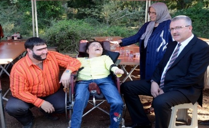 Şahan Gökbakar Bursa'da engelli hayranlarıyla buluştu