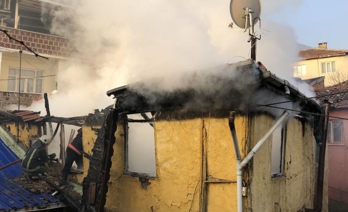 Bursa'da yangına uykuda yakalandılar, komşuları kurtardı
