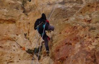 150 metre tırmanarak topladığı kaya balını Cumhurbaşkanı Erdoğan'a ulaştıracak