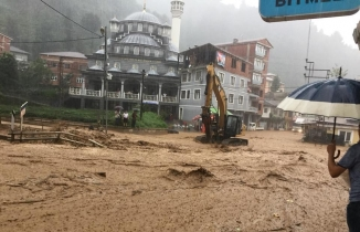 Rize'yi sel vurdu, Belediye Başkanı duaya başladı: Allah'ım yardım et, batıyoruz