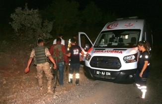 PKK'dan dehşet eylemi: 13 araç ateşe verildi müdahaleye gelen askeri araca bombalı saldırı düzenlendi, 2 asker yaralı