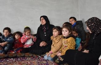 Elazığ'da gönülleri fetheden Suriyeli Mahmud'un İdlib'deki ailesi evsiz kaldı