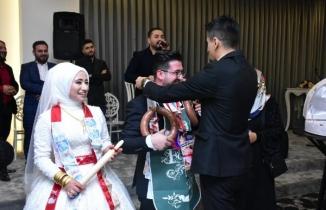 Bursa'da takı töreninde damada sucuk, emzik bulaşık deterjanı takıldı
